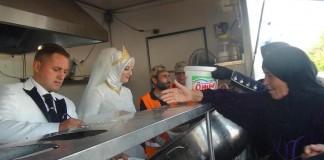 Novomanželia sa rozhodli, že namiesto svadobnej hostiny nakŕmia 4000 utečencov! ÚŽASNÉ!