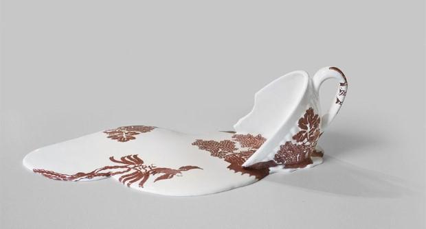 Livia Marin meni rozbity porcelan tekutym efektom na umenie 11