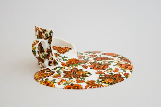 Livia Marin meni rozbity porcelan tekutym efektom na umenie 15