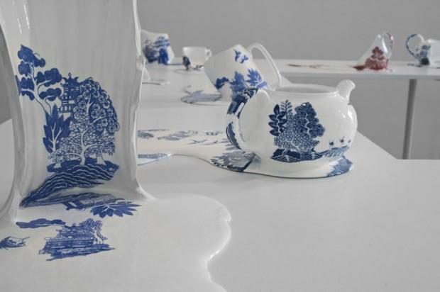 Livia Marin meni rozbity porcelan tekutym efektom na umenie 9