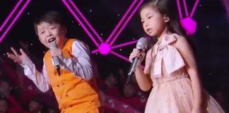 Keď začali spievať známu pesničku You Raise Me Up, všetkým v sále naskočila husia koža! WOW!