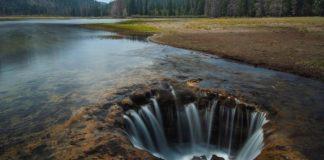 Toto jazero má odtok ako umývadlo, voda sa stráca v diere