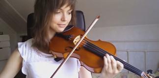Pred 2 rokmi sa začala učiť hrať na husle... Pozri sa, ako sa postupne lepšila!