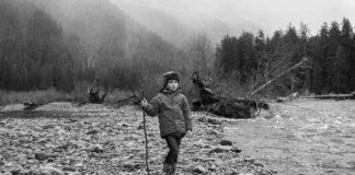 Otec už päť rokov berie svoju dcéru na výlety do krásnej prírody, čo zachytáva aj na poetických fotografiách