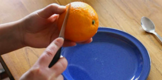 Skvelý návod ako ošúpať pomaranč na cesty
