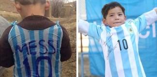 Namiesto igelitky má už podpísaný dres od Messiho. Malý chlapec sa už nevie dočkať spoločného stretnutia